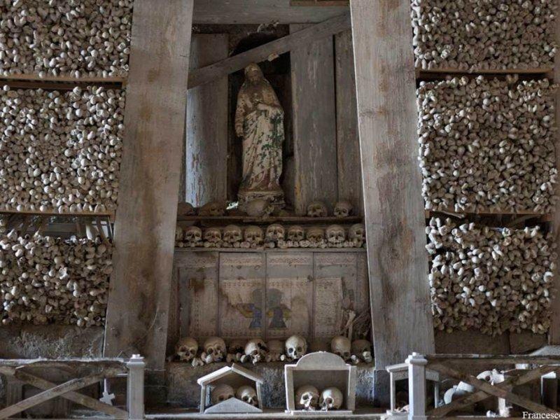 NAPLES MEMORIES... SANITA' DISTRICT AND FONTANELLE HISTORIC CEMETERY